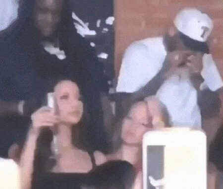 Chris Brown Caught Sniffing Coke Inside Club.
