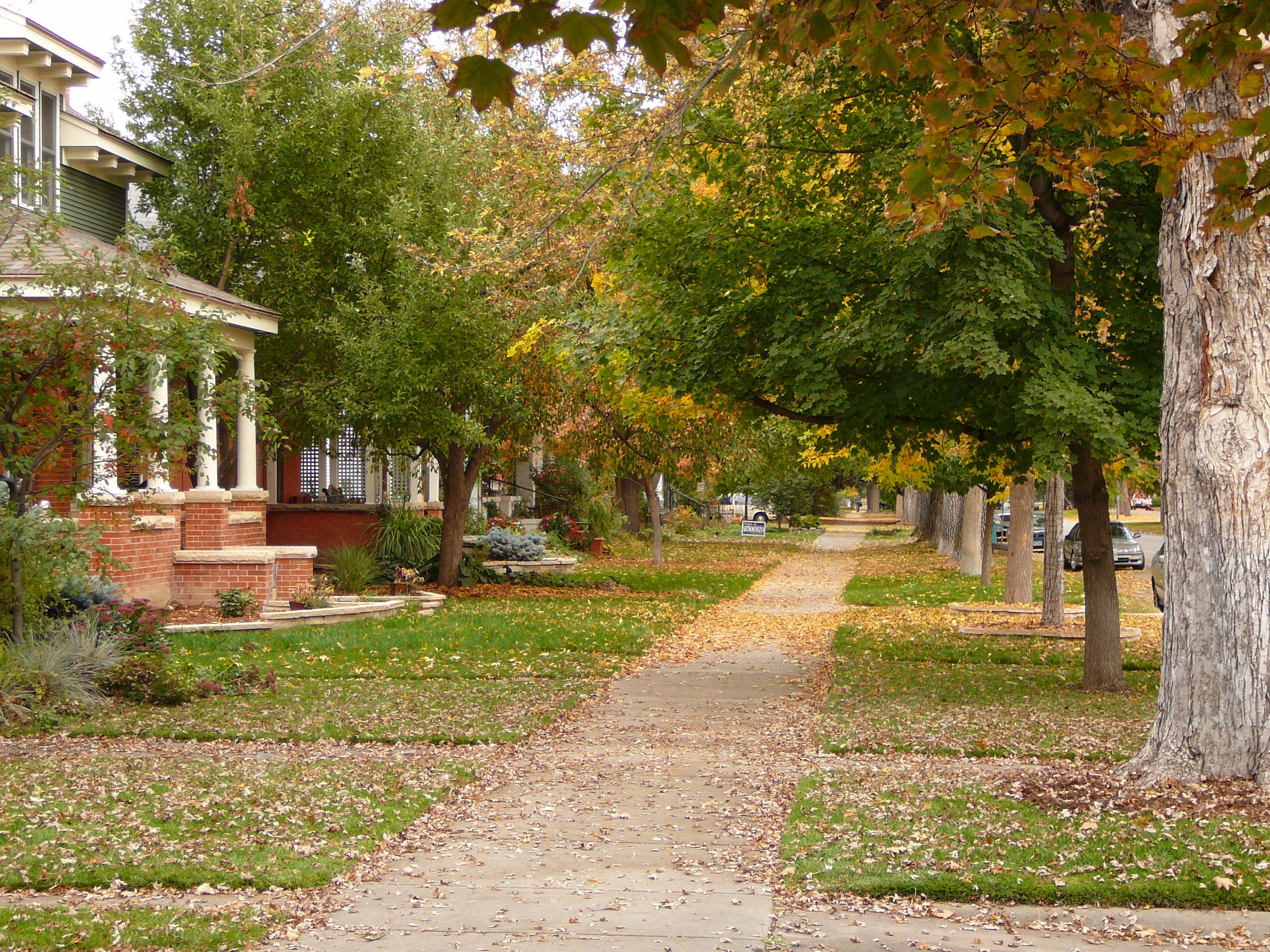 On Mountain Ave, Fort Collins, Colorado – Paul L Dineen – flickr