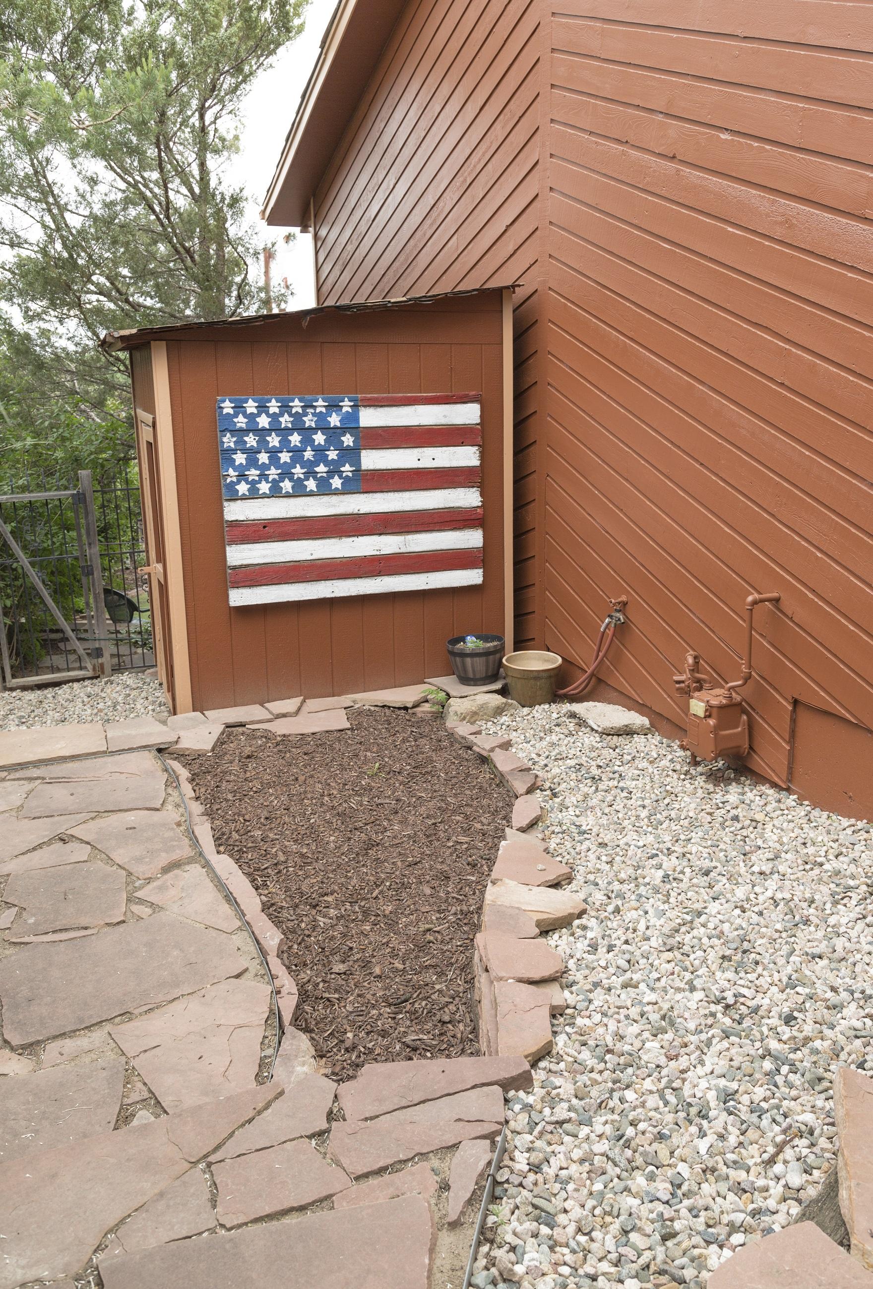 a99 Backyard side house shed small