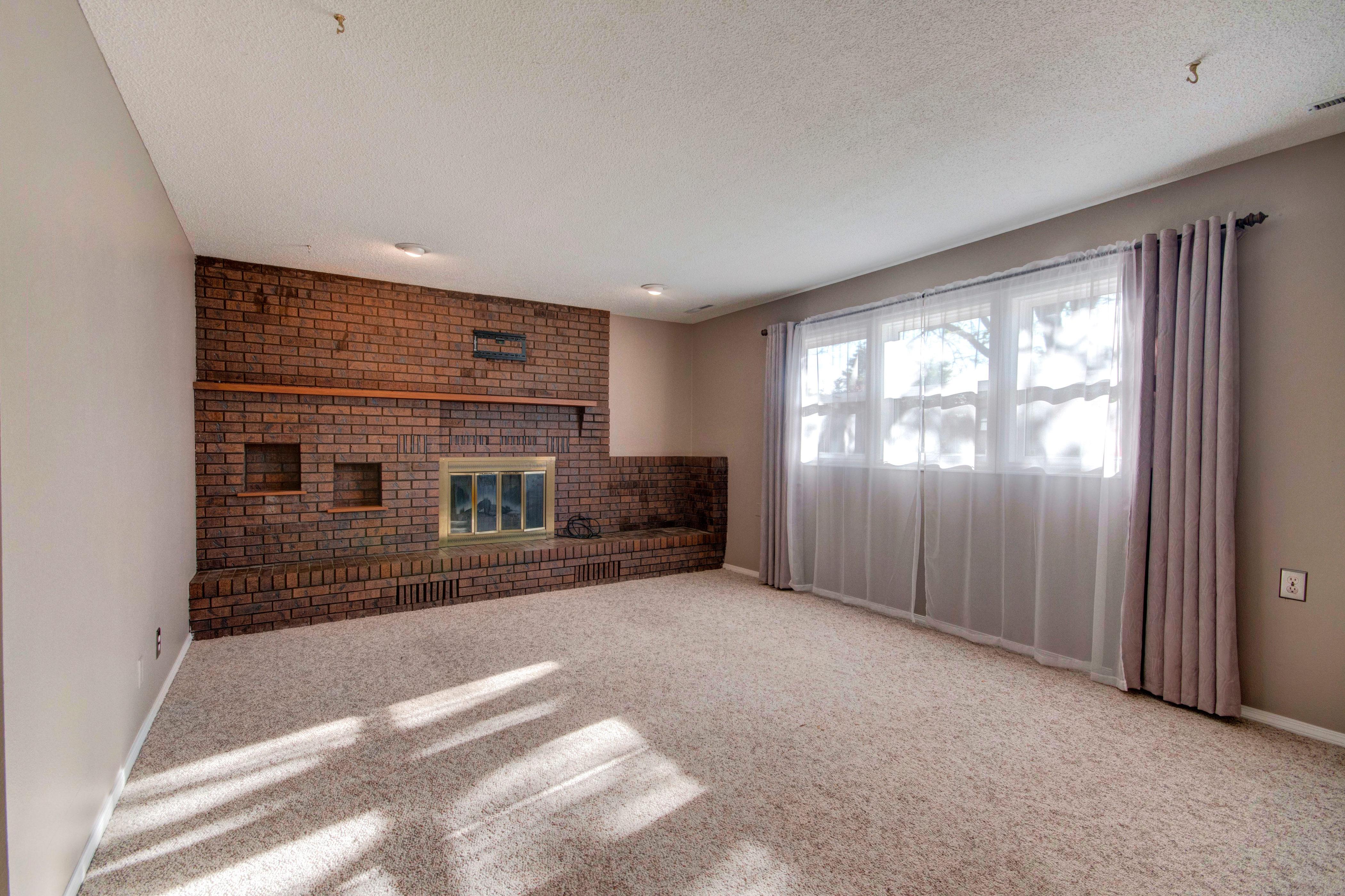 3307 Chestnut Ave Loveland CO-print-022-2-Family Room-4200×2800-300dpi