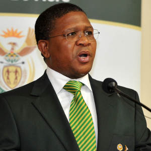 Photo of 10 Reasons Why Sports Minister Fikile Mbalula Deserves An Award For Best Entertainer