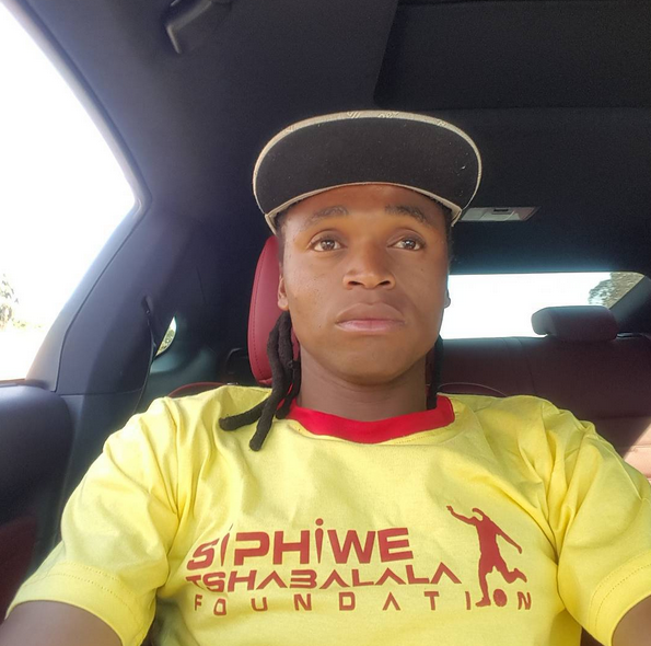 Photo of Siphiwe Tshabalala Shows Off his Lexus!