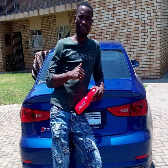 Photo of Footballers and their cars: Robert Ngaambi