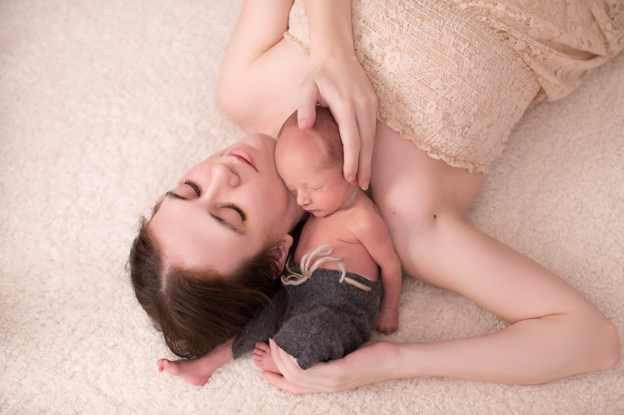 Image of mother laying down with her asleep child