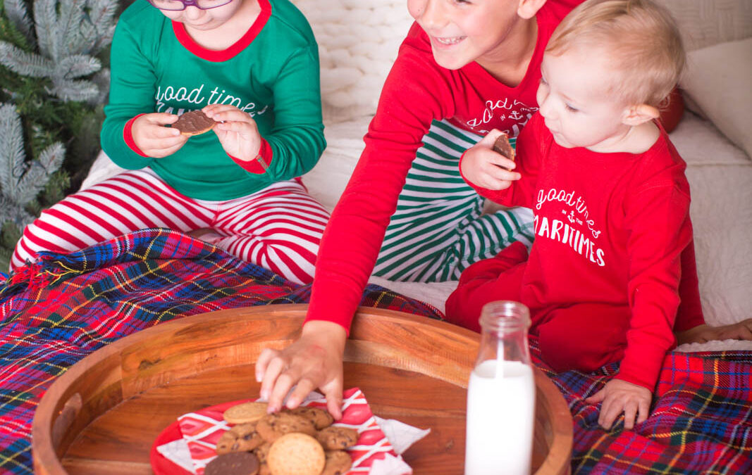 Milk and Cookies Christmas session/Family photography