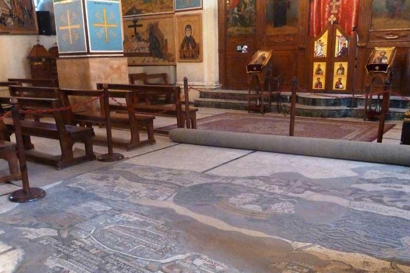 byzantine_floor_mosaic_map_at_st-_george_church_madaba_p1090147