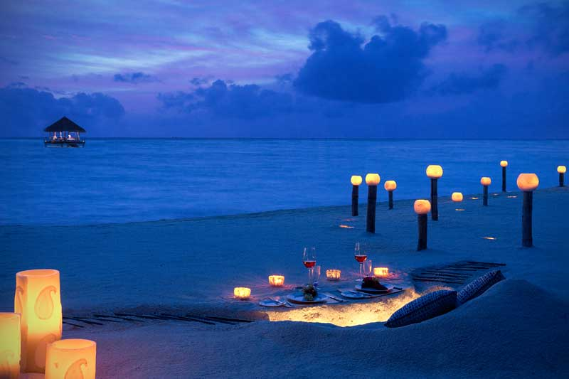 Maldives-outdoor-dining-beach