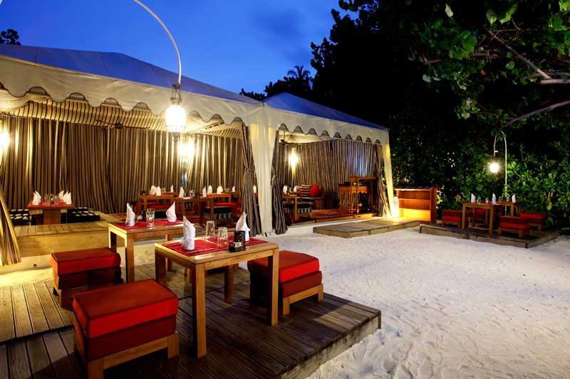 Maldives-outdoor-dining