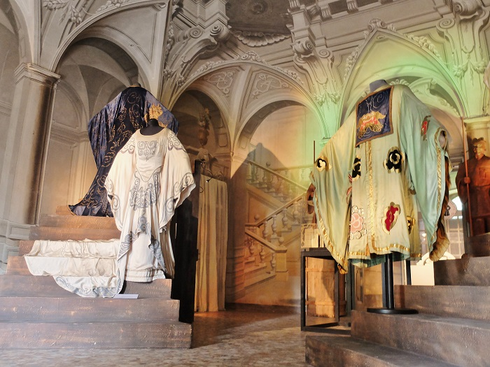 puccini opera costumes