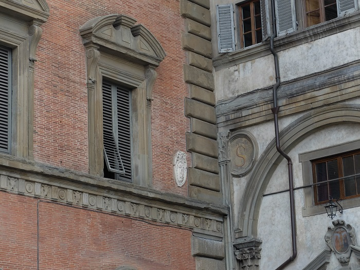 window never closes piazza annunziata Florence
