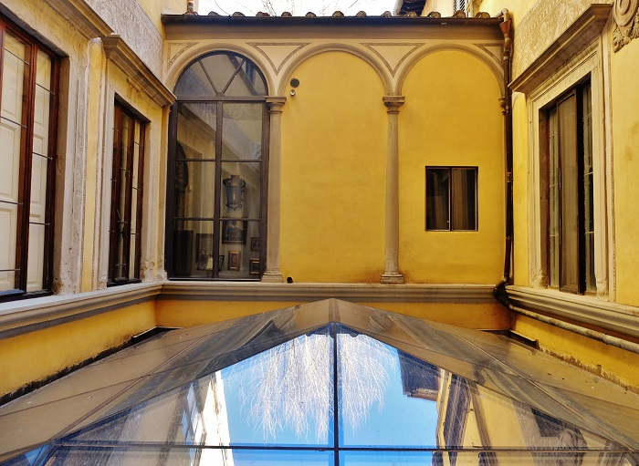 Inside the courtyard of this pretty palazzo