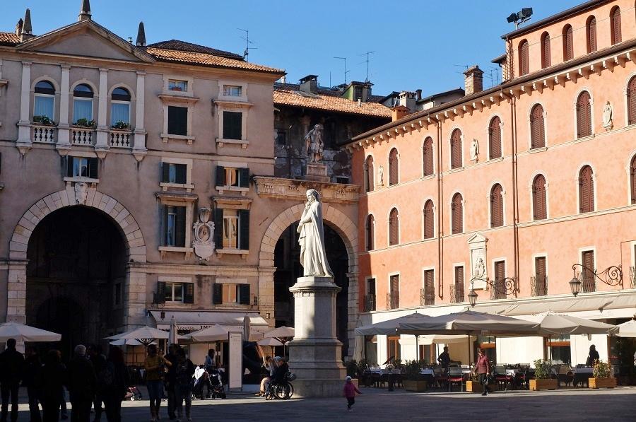 Piazza dei Signori, Verona's drawing room