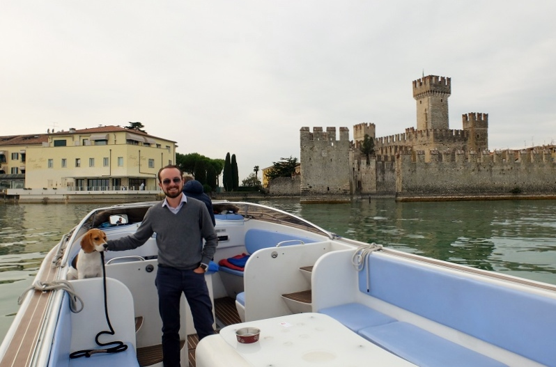 Boat ride around Sirmione, Nico and Ginger are feeling like badasses