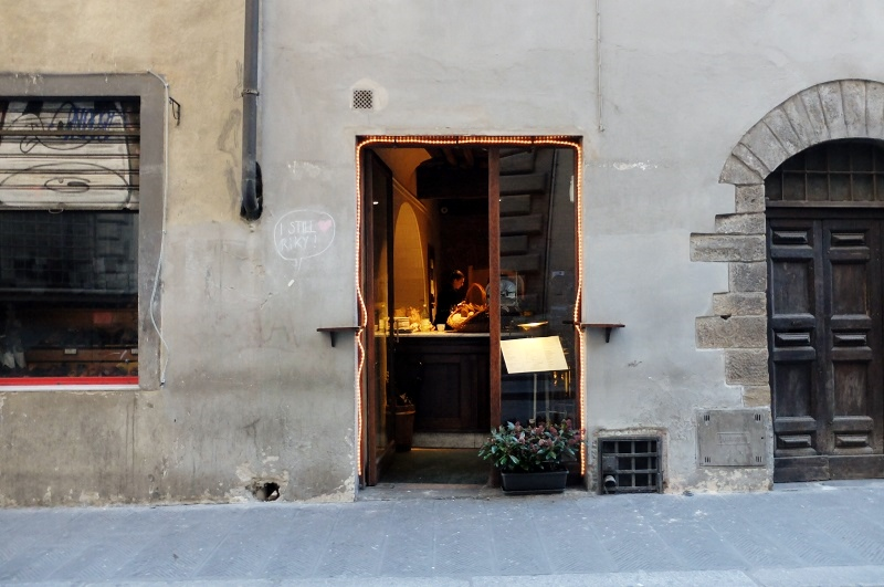 The outside of Il Santino on via di santo spirito