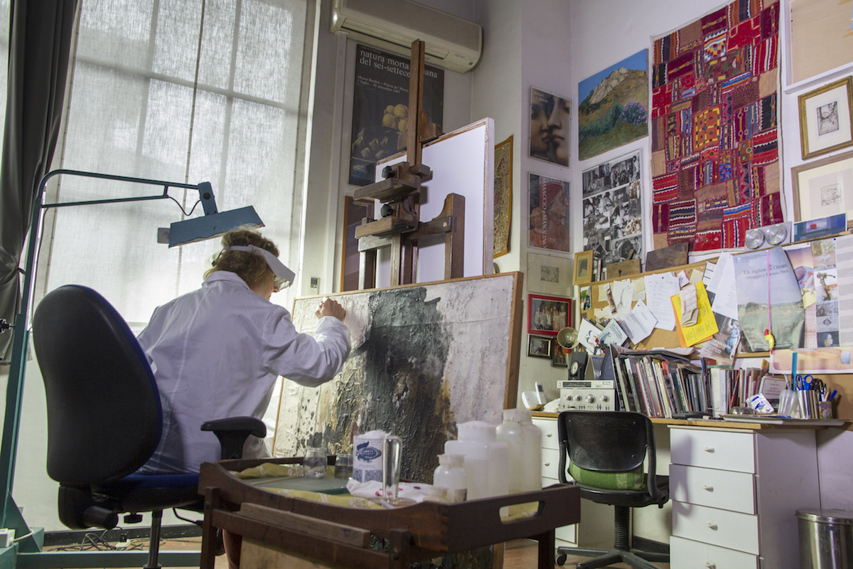 Florentine restoration artist Rossella Lari. Photo by Francesco Cacchiani (Bunker Films)