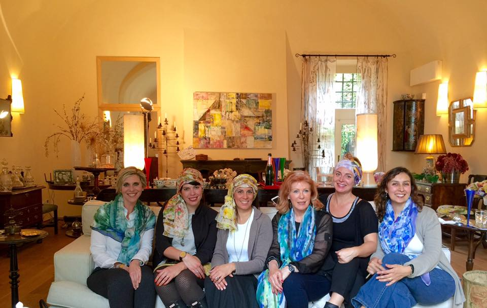 Earlier this year a friend of mine hosted a scarf party at Elizabeth's Bellosguardo estate. As you can see we got into the spirit of things!