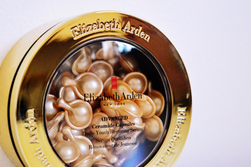 Ceramide Capsules Daily Youth Restoring Serum from Elizabeth Arden {REVIEW}