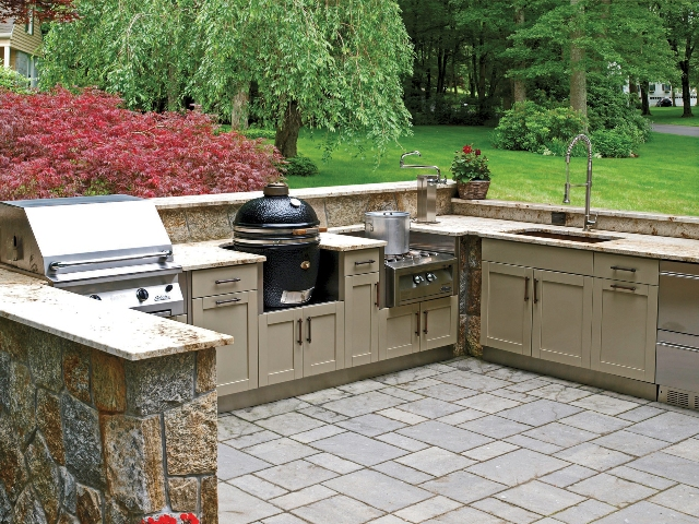 Discover How Custom Cabinets Can Transform Your Outdoor Kitchen