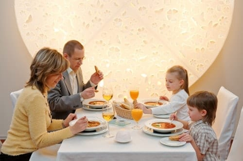 Eating out at restaurants with kids in Boca Raton