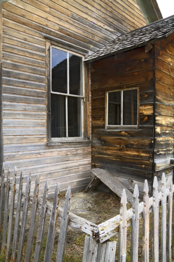 Ghost Town House in Bannock