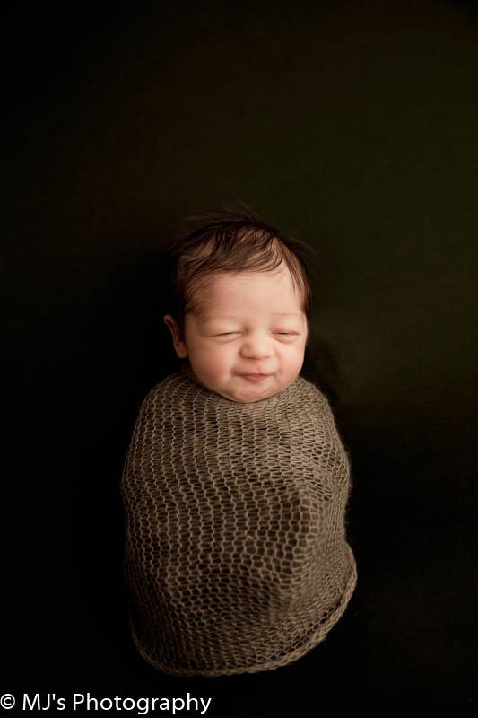 Avalon place photographer - Newborn photography MJ's Photography