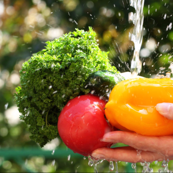 Pesticide, Bacteria and Dirt Removal DIY Spray for Fruits & Vegetables
