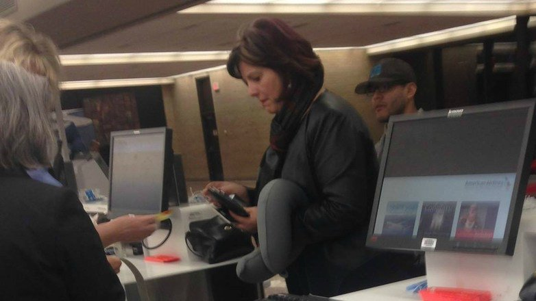 This Picture Of A Woman At An Airport Is Going Viral 1