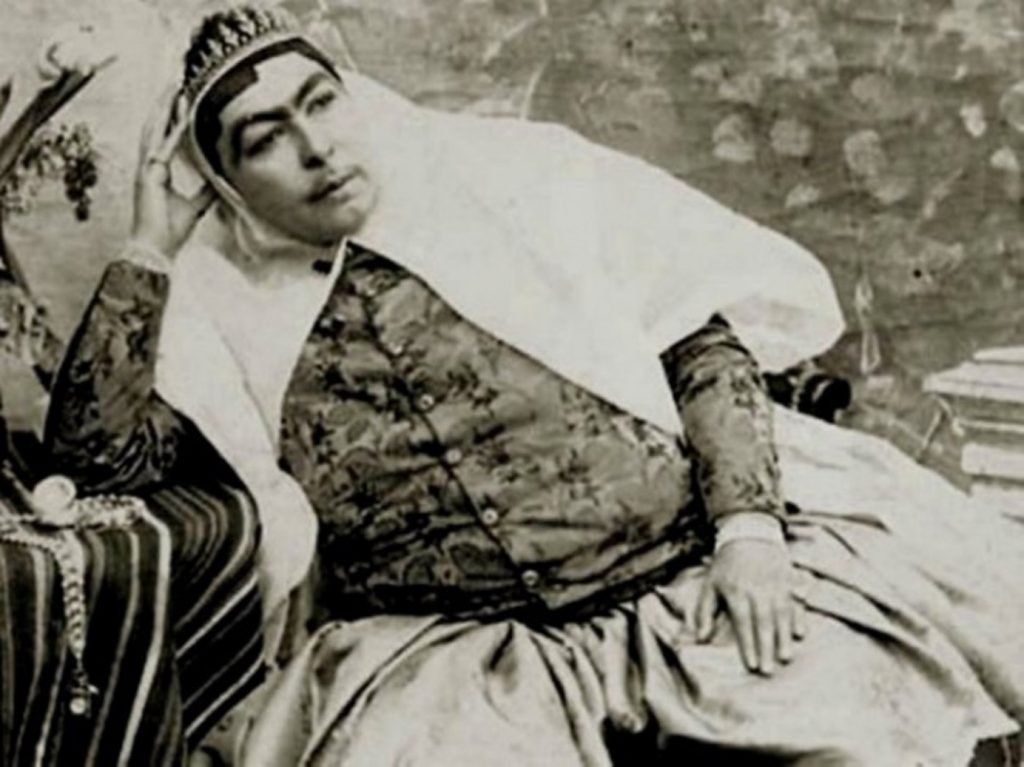 A story of Princess Qajar with Mustache: Men killed themselves for her!! 3