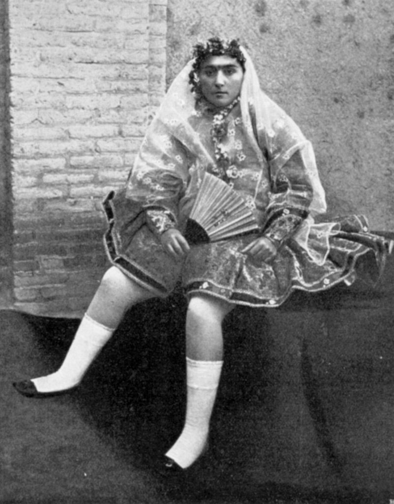 A story of Princess Qajar with Mustache: Men killed themselves for her!! 4