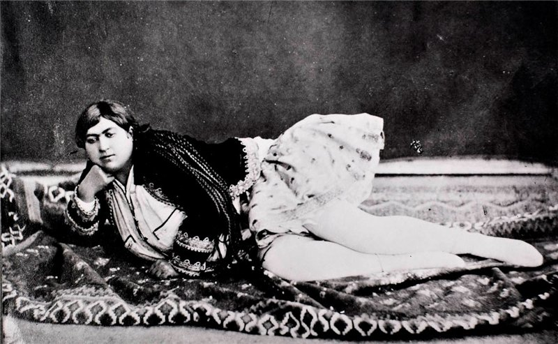 A story of Princess Qajar with Mustache: Men killed themselves for her!! 11