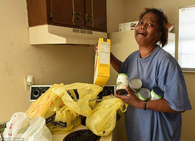 She Stole 5 Eggs To Feed Her Children, The Officer Brought Her 2 Truckloads Of Food Instead Of Arresting Her 4