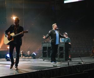 Video: Good Friday Worship Night Nashville - How Great Thou Art - Ft. Chris Tomlin - Rascal Flatts - Tauren Wells