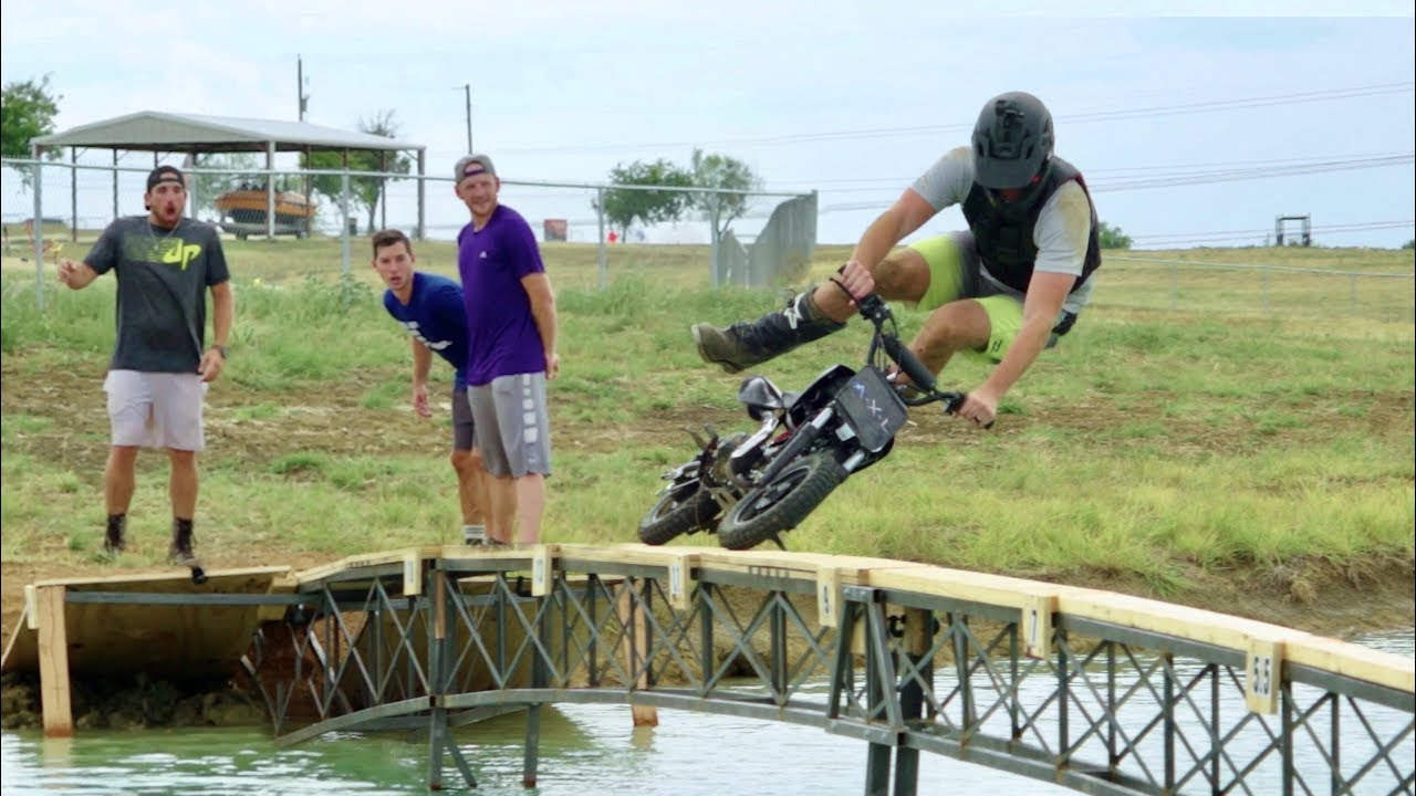 Video: Dude Perfect - Dirt Bike Battle