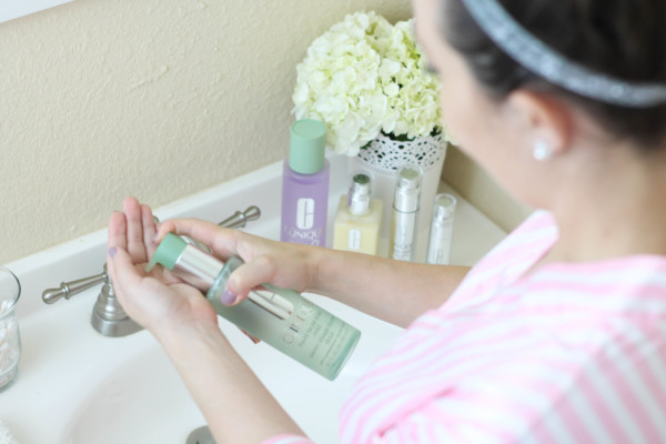 My daily skincare routine and review of the Clinique 3-step process and Clinique Custom Repair Serums.