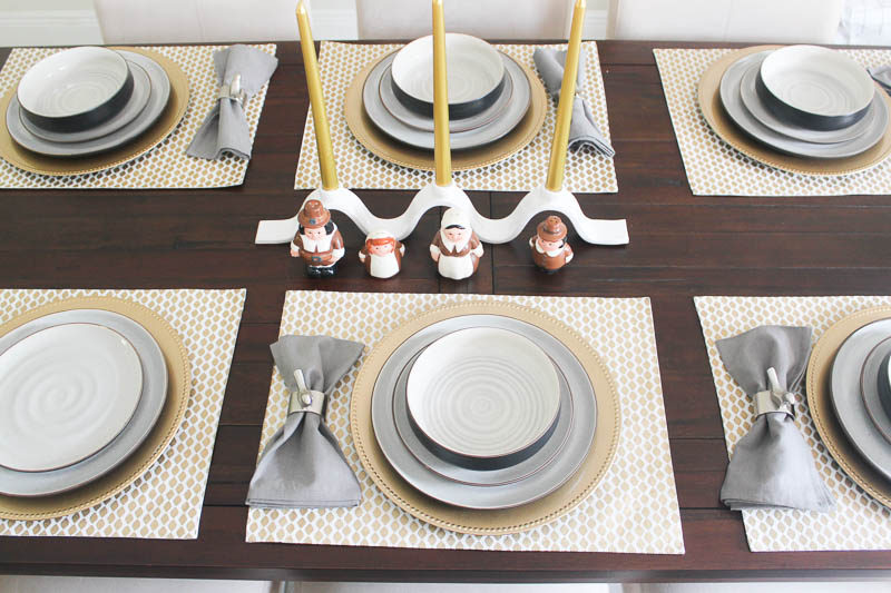 Friendsgiving tablescape ideas from Miami lifestyle blogger Stephanie Pernas of A Sparkle Factor