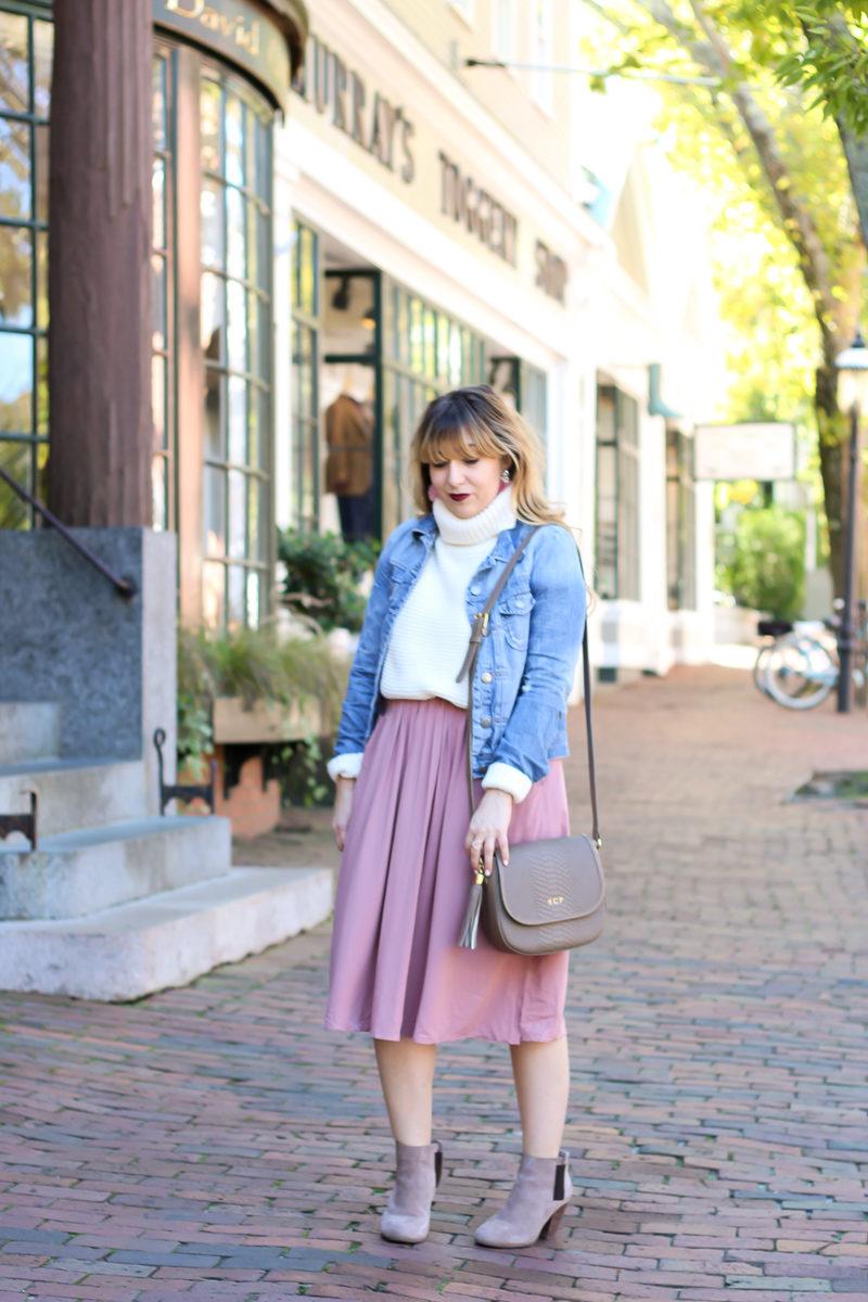 Miami fashion blogger Stephanie Pernas visits Nantucket wearing a cute fall outfit idea.