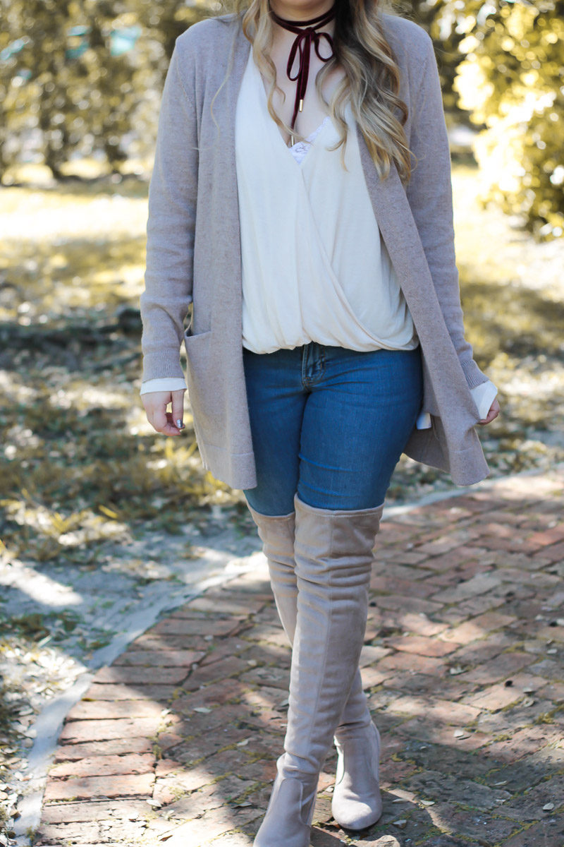 Fashion blogger Stephanie Pernas wearing a cozy Thanksgiving Day outfit