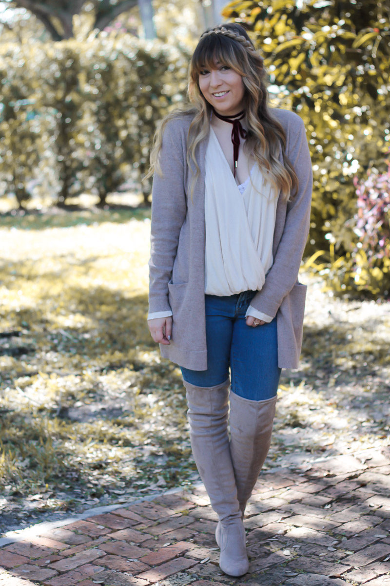 Fashion blogger wearing a boyfriend cardigan and jeans casual outfit
