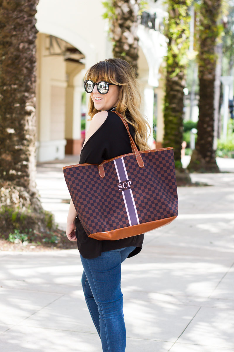 Miami fashion blogger Stephanie Pernas styling the Barrington Gifts St Anne tote
