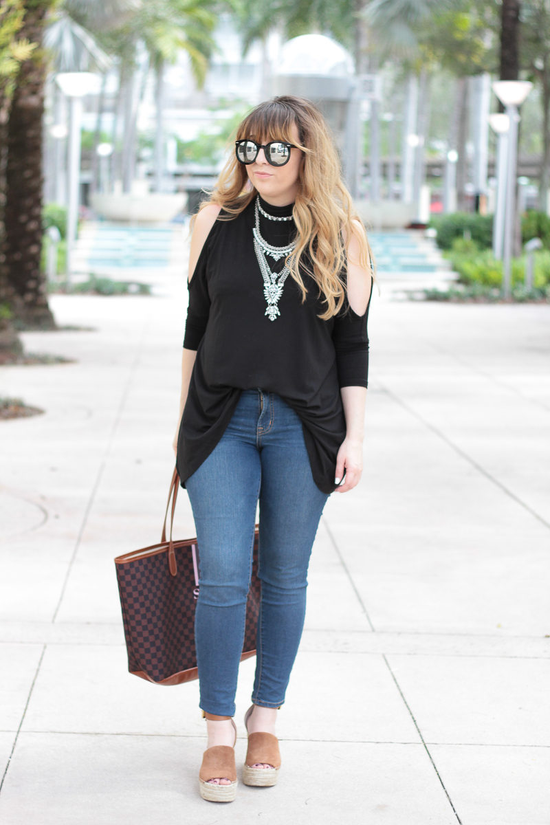Miami fashion blogger Stephanie Pernas styling Marc Fisher Adalyn wedges for a cute jeans and wedges outfit