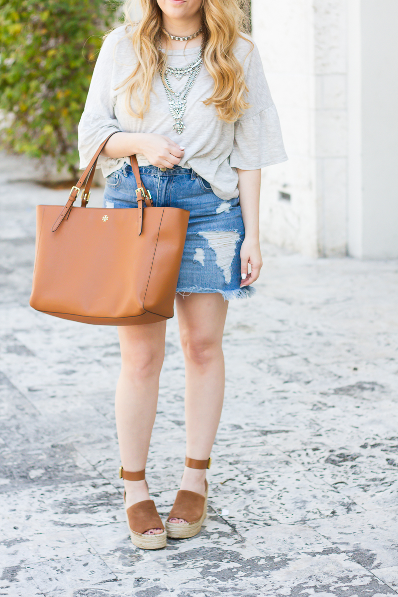 Casual jean skirt and tshirt outfit idea