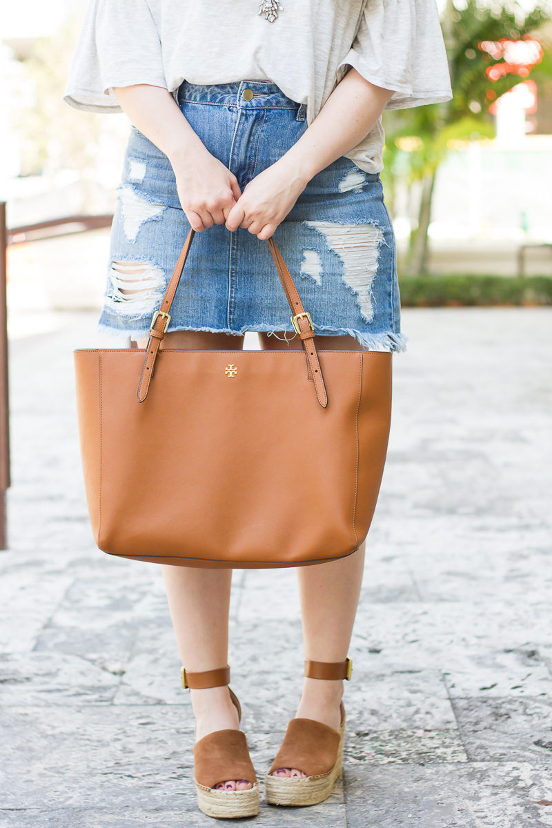 Miami fashion blogger Stephanie Pernas styles a Tory Burch York buckle tote with Marc Fisher Adalyn wedges for a chic and easy look