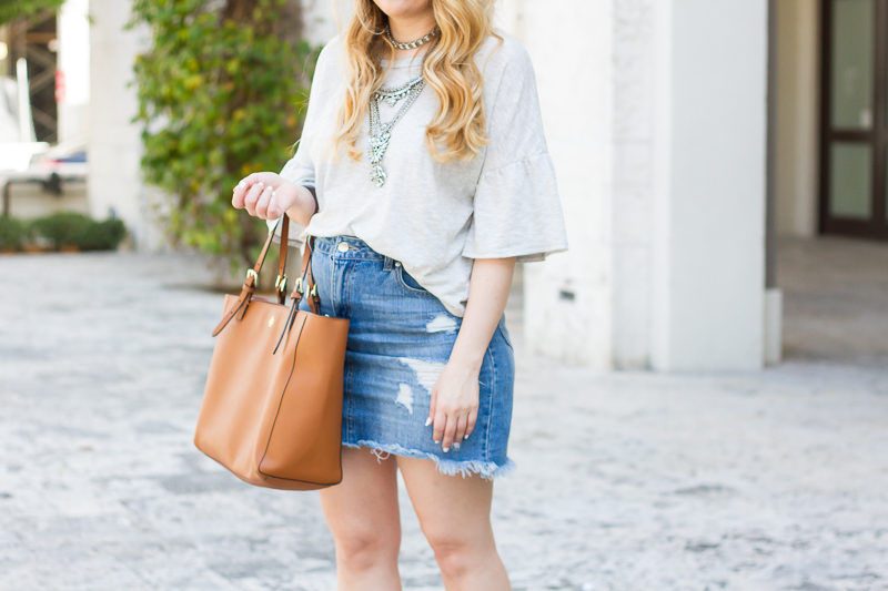 Miami fashion blogger Stephanie Pernas styles a distressed denim skirt outfit