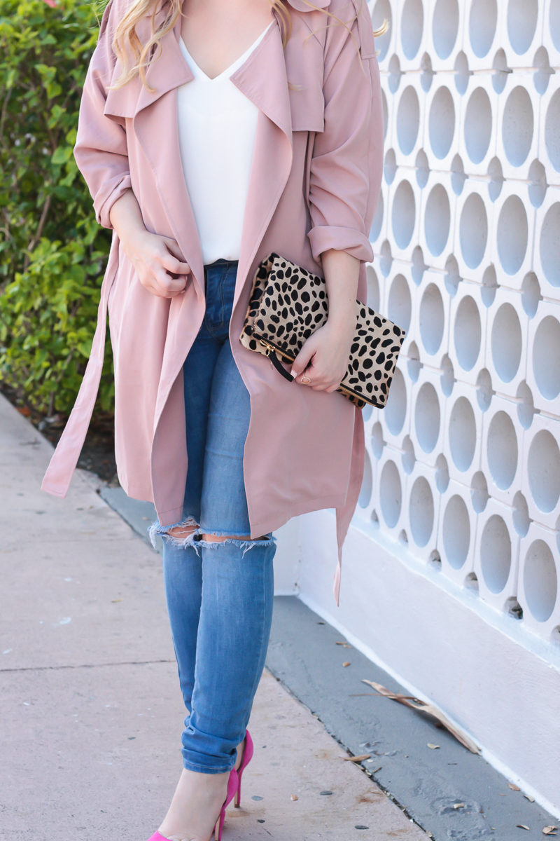 Miami fashion blogger Stephanie Pernas of A Sparkle Factor wearing a pink Forever 21 trench coat with jeans and hot pink pumps for a casual spring outfit idea
