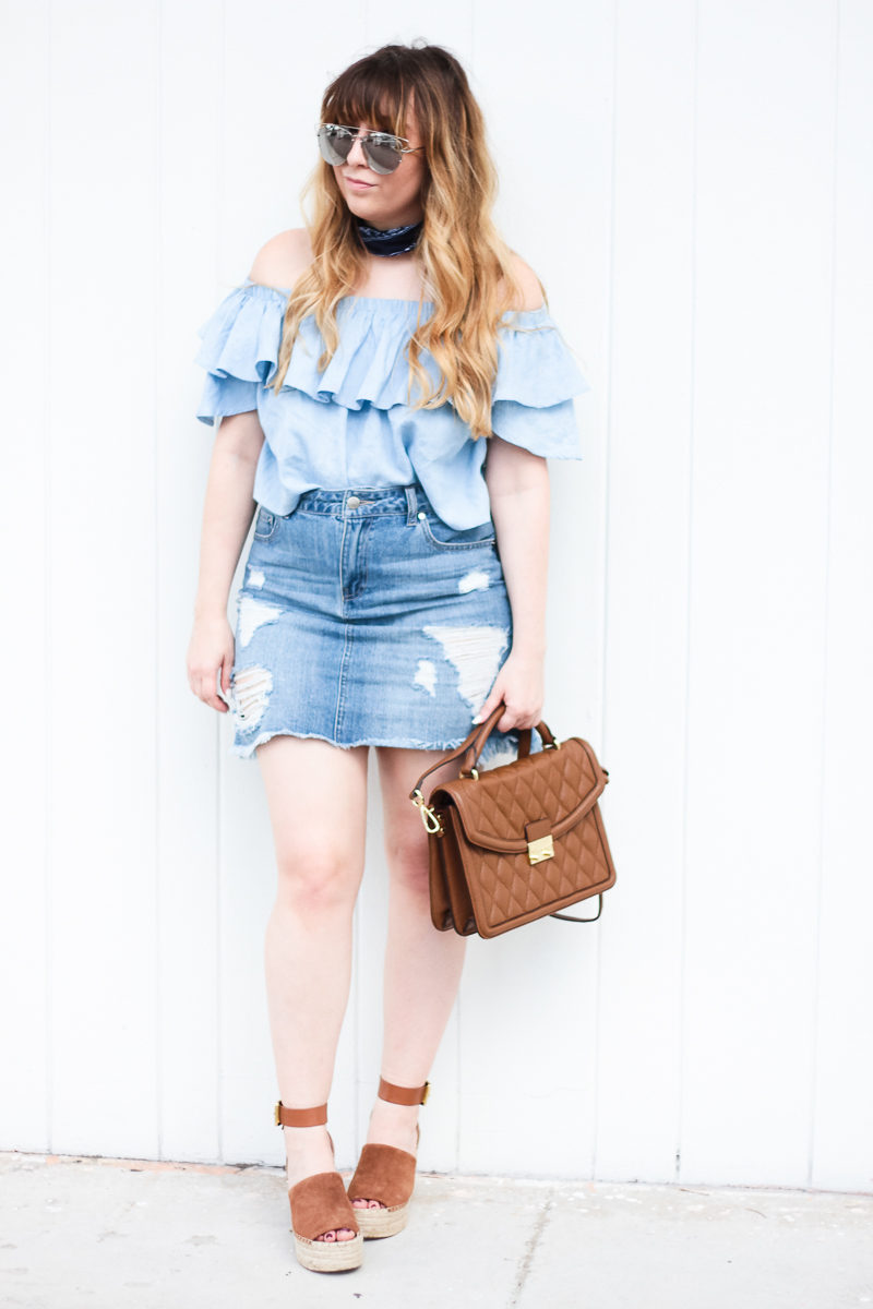 Miami fashion blogger Stephanie Pernas styles a cute and casual jean skirt outfit idea
