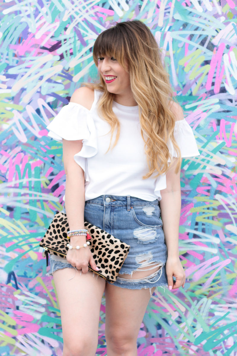 Miami fashion blogger Stephanie Pernas wearing a high waist jean shorts outfit