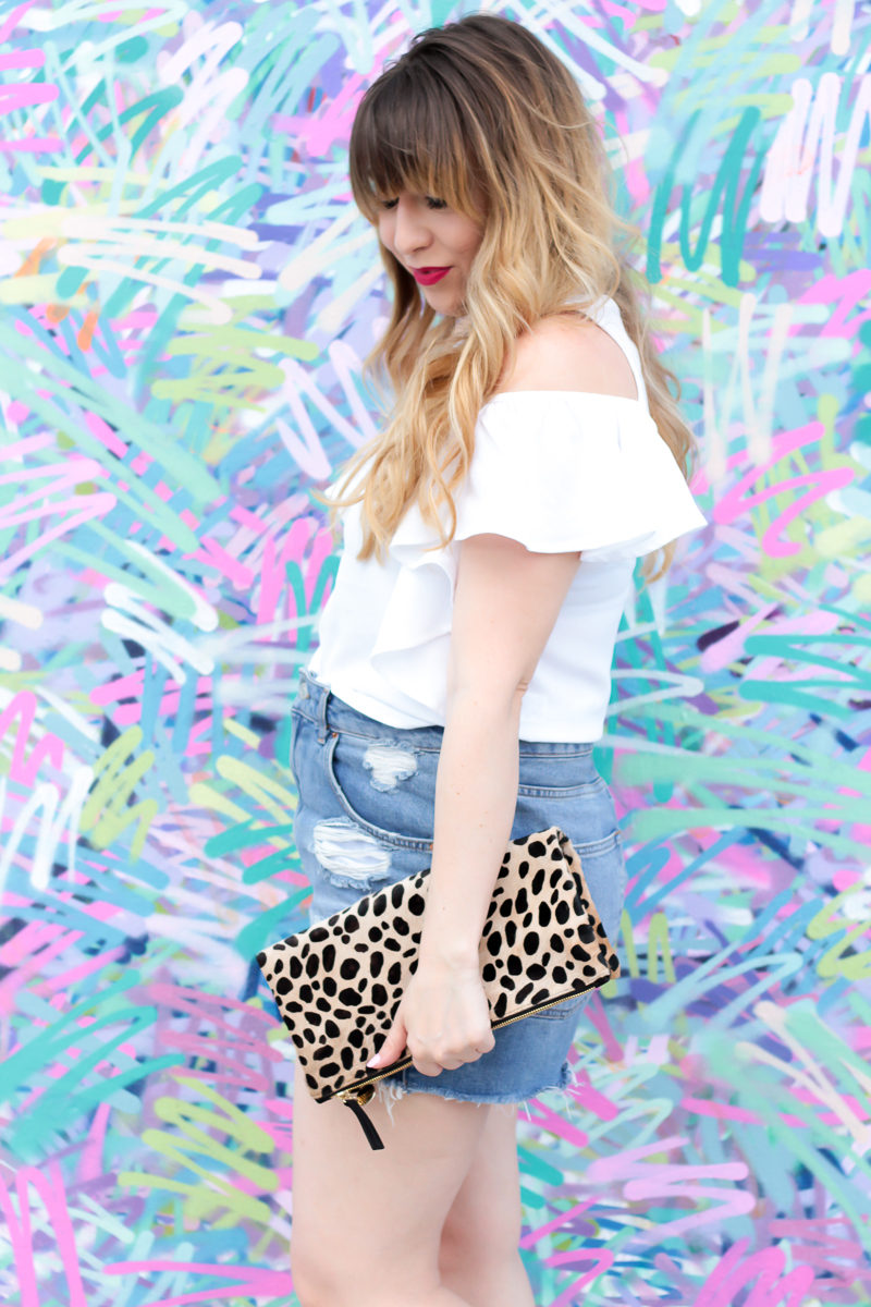 Miami fashion blogger Stephanie Pernas styles a casual spring jean shorts outfit idea