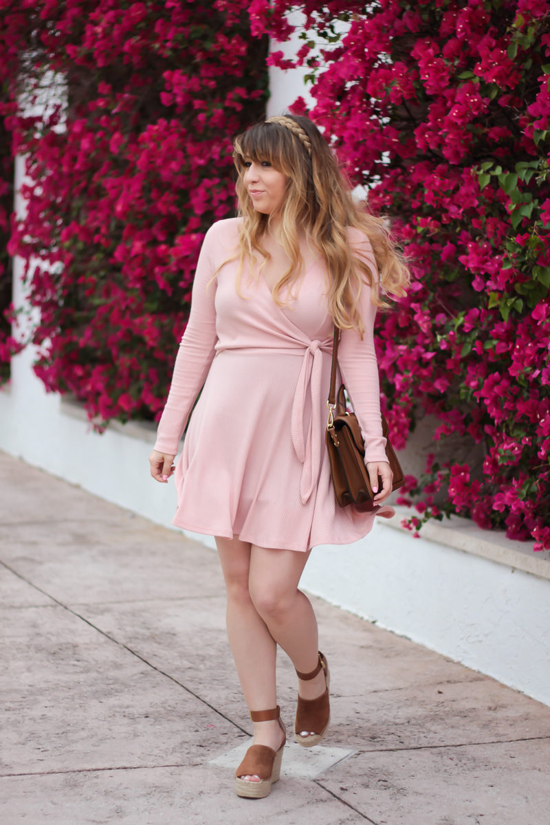 Miami fashion blogger Stephanie Pernas wearing a casual pink knit dress