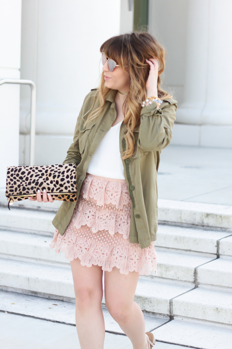 Girly utility jacket outfit idea