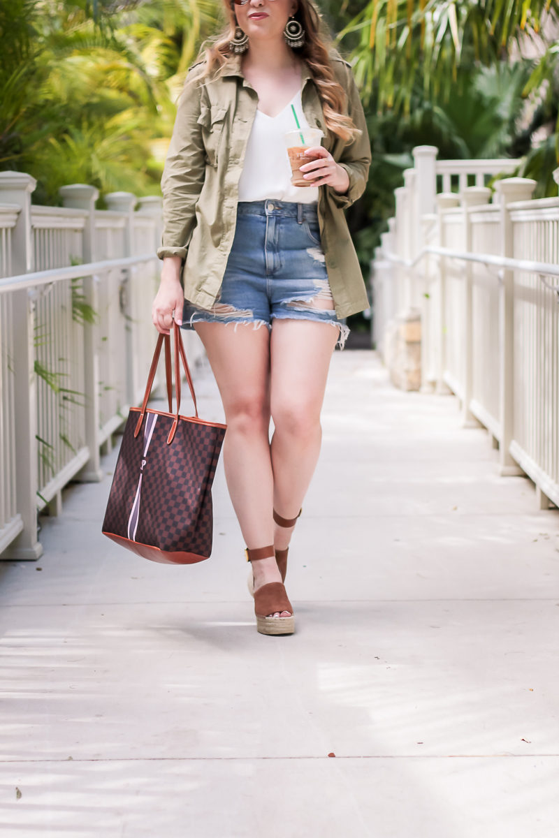 Miami fashion blogger Stephanie Pernas wearing a casual jean shorts outfit for spring